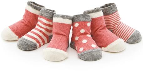 Babysocken in rot – süßes Geschenk zur Geburt