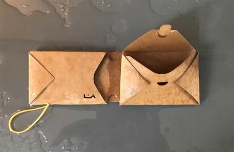 wasserfeste und vegane latexgebundene Zellulosefaser mit einer Haptik zwischen Leder und Papier