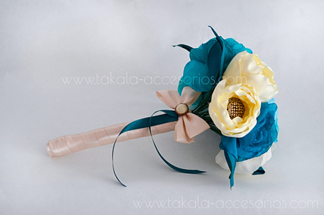 Ramo artesanal, flores azules, flores de tela, ramo tela, bouquet tela, flores artificiales.