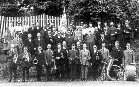 Abb. 2: Ausflug des Kirchenchors und der Musikkapelle Linde 1924.