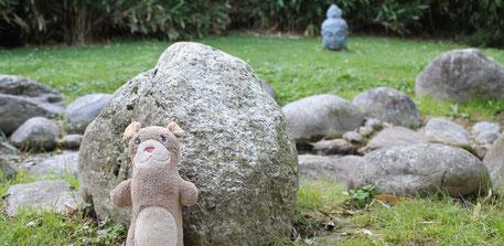 La mascotte Moka la loutre du collectif de créateurs aux Jardins Aquatiques avec la tête de Bouddha