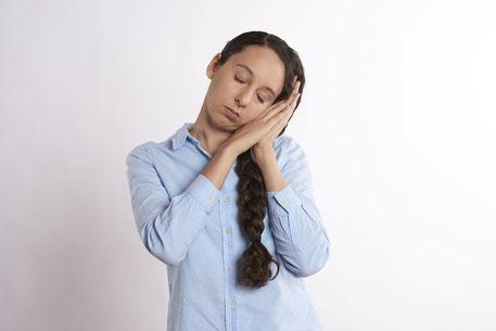 """Ein großes Problem bei der Erforschung der Fatigue im Rahmen anderer Erkrankungen stellt deren schwammige Definition dar. Dabei umfasst der medizinische Begriff der Fatigue weit mehr Phänomene als die eigentliche Übersetzung """"Müdigkeit""""."""
