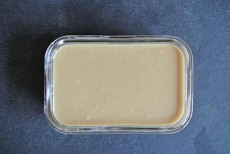 Karamellcreme mit weißer Schokolade