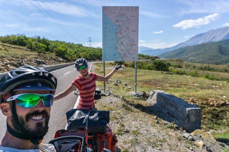 Die Grenze zwischen Kosovo und Albanien!