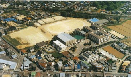 宗像高校 新校舎群の航空写真