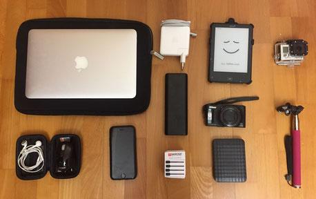 Elektronik, unterwegs, Tolino, MacBook, GoPro, Anker Powerbank, Nikon Kamera, IPhone, externe Festplatte, Packen, Weltreise