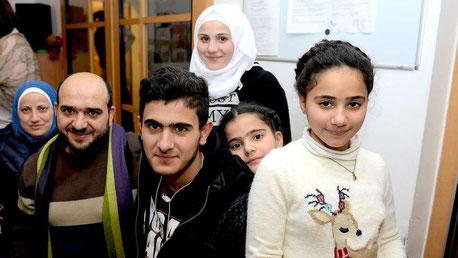 Zwei Jahre des Bittens, Hoffens und Wartens liegen hinter ihnen: Die Familie Zayat ist wieder vereint. © M. Wiesrecker