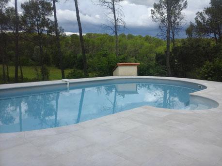 plage piscine en pierre reconstituée