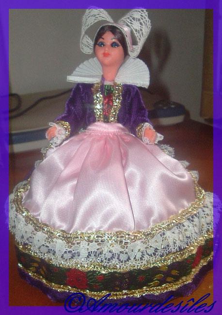 Très jolie petite Bretonne en habit de cérémonie...