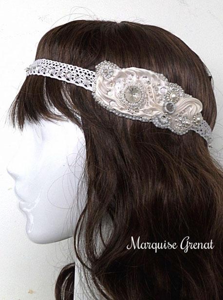 photo-tête-mannequin-perruque-chatain-headband-créateur-brodé-mariage-soie-dentelle-blanc-argent