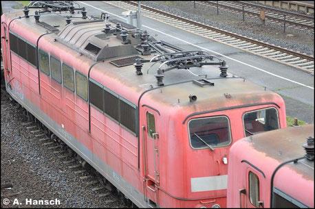 151 027-0 hing mit Schwesterlok 151 093-2 am 23. Juli 2016 im EZ 50807 von Seddin nach Nürnberg. Die Loks wurden an Hector Rail verkauft und bekommen in Nürnberg eine neue Revision und Neulack. Im Bf. Oberkotzau entstand dieses Bild
