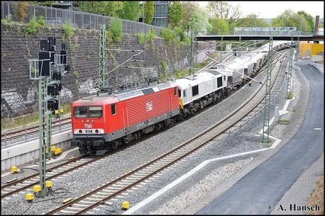 Am 5. Mai 2015 hat 143 310-1 (MEG 607) Vorspann vor einer Class 77 der MEG am Leerzementzug aus Regensburg. Aufgrund einer Umleitung geht der Zug über Chemnitz Hbf. der in wenigen Augenblicken erreicht wird