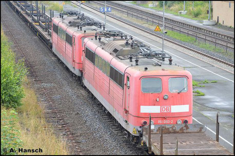 151 093-2 hing mit Schwesterlok 151 027-0 am 23. Juli 2016 im EZ 50807 von Seddin nach Nürnberg. Die Loks wurden an Hector Rail verkauft und bekommen in Nürnberg eine neue Revision und Neulack. Im Bf. Oberkotzau entstand dieses Bild