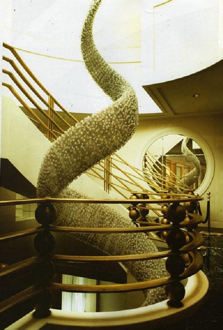 UNE SUPERBE REALISATION de YANNICK et BEN JAKOBER dans la cage d'escalier  du PEN . Voir plus loin les détails et les autres photos.