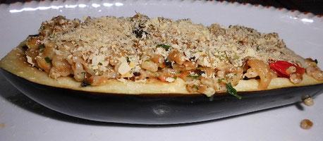 Aubergine, gefüllt mit Dinkel-Gemüse