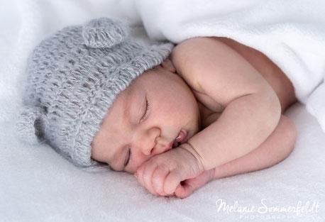 natürliche und emotionale Babyfotos von Deinem neugeborenem Baby - Newborn-Fotoshooting als Homestory zu Hause oder in meinem gemütlichen Fotostudio in Oststeinbek