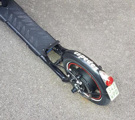 Top Hybrid-e-Scooter: auch STEIL bergauf 20 km/h. Bei Motor-Fahrt max. einfachstes SKATE-Handling ...