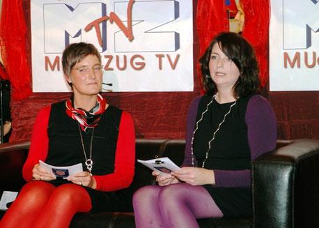 2011: Professionelle Moderation wie im Fernsehstudio- Stefanie Schmidt und Kathrin Müller