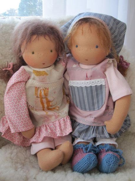 Sind wir nicht irgendwie zwei Schwestern? Licias Puppe ist ja auch nach meinem Vorbild genäht worden.