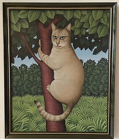 Fred Aris: portrait of a cat, clinging to a tree