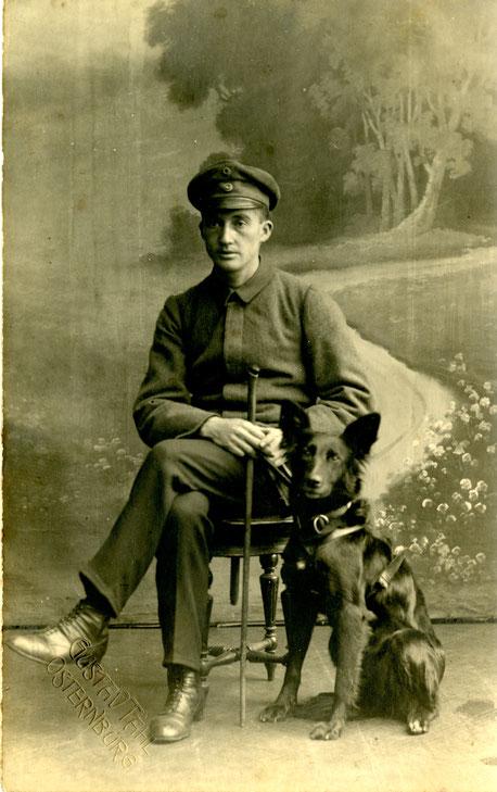Paul Feyen mit Blindenführhund © Familie Feyen