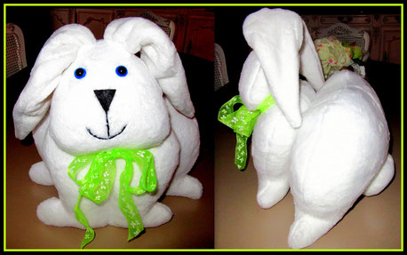 Lapin blanc de Pâques en fourrure