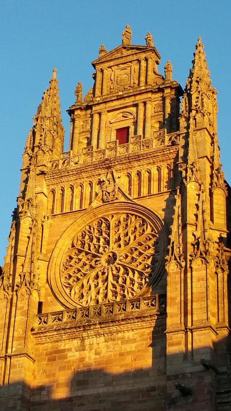 tourisme-aveyron-cathédrale-notre-dame-rodez-location-gite-de-charme-le-colombier-saint-veran-region-occitanie