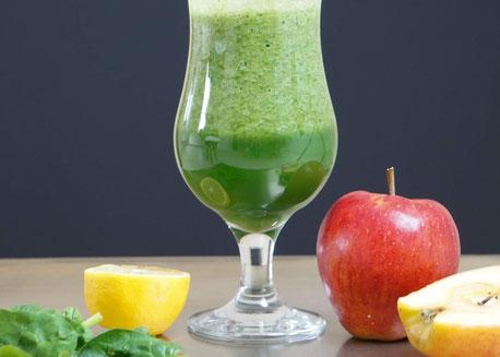 Grüner Power-Smoothie mit Spinat| gesund, fruchtig & clean