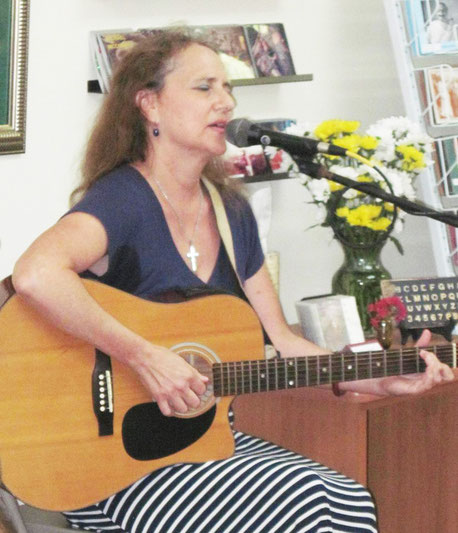 2018 : Leslie performing at Sheriar Books, Myrtle Beach, SC.