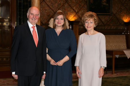 Stifterpaar Hiege mit Frau Senatorin Fegebank