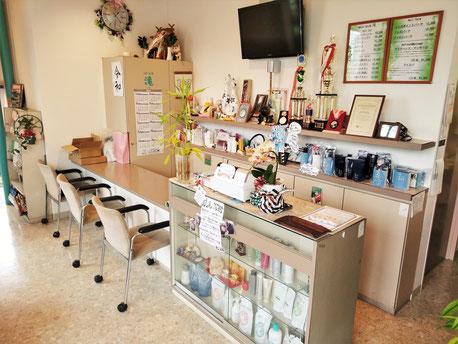 ナリス化粧品と提携した商品を多く揃え、男性も女性も確かな品質を持った商品を責任もってお渡ししております。