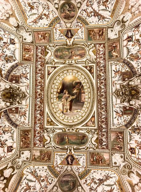 image: Nina Luca, Swiss blogger, schweizer blogger, vatican gardens, vatican city, schweizer bloggerin, swiss lifestyle blogger, swiss travel blog, rome ceilings, vatican ceilings, vatican ceiling, rome ceiling