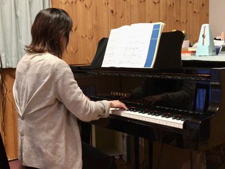 画像:大人のピアノレッスン写真