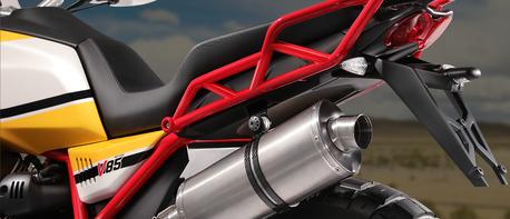 Moto Guzzi V85 TT Heckteil verschraubt am Gitterrohrrahmen