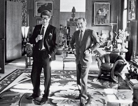Pierre Bergé et Yves Saint Laurent, dans leur hotel particulier rue de Babylone à Paris
