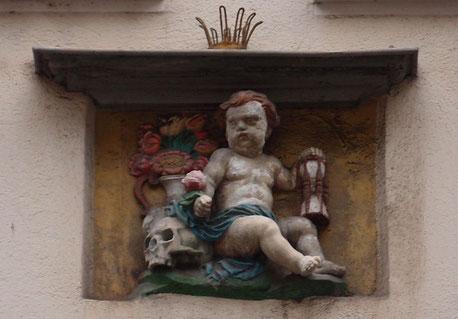 Quelle Bild: https://de.wikipedia.org/wiki/Sanduhr#/media/Datei:Sanduhr_Zürich_Altstadt_a.JPG