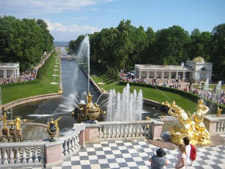 Peterhof - Blick auf den Kanal