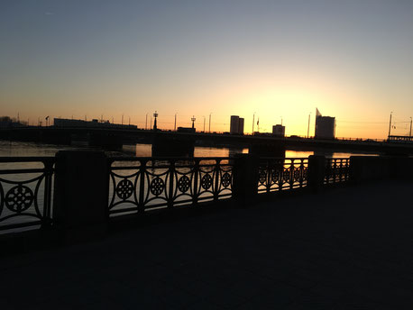 Sonnenuntergang an der Daugava in Riga