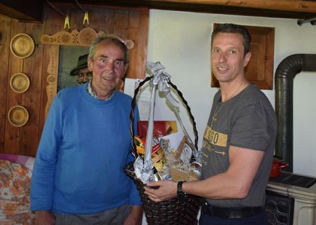 v.l.: Jubilar Ferdl mit Ovst. Klausner Rudolf