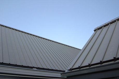 ガルバ鋼板の屋根はこんな感じ