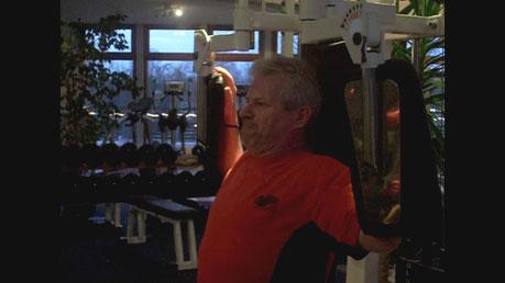 Personal- Trainer Bodymaker trainiert F. Hentschel