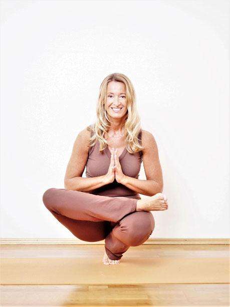 Veronika Rössl . MahaShakti Online Yoga