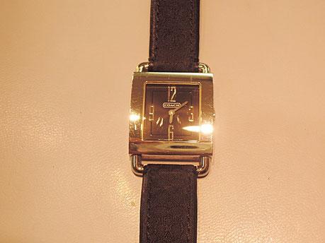 コーチの四角い腕時計。電池交換で修理完了。