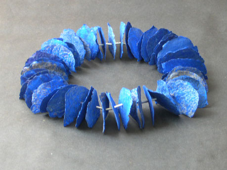 Halskette Papiermaché, Pigmente, Metall