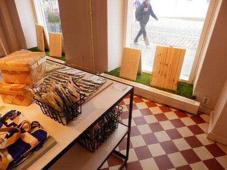 Helsinkiのファブリック店 カウニステ店内のアールデコ風の床