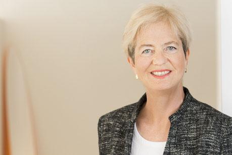Porträt von Frau Dr. Ingrid Senbert, Unternehmensberaterin und Kanzleiberatung.