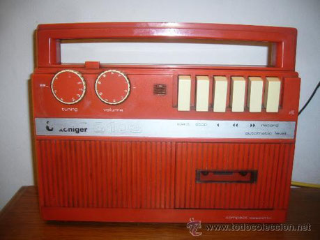RADIO CASSETE KONIGER ROJO DE VENTA EN CIRCULO DE LECTORES,AÑOS 70.