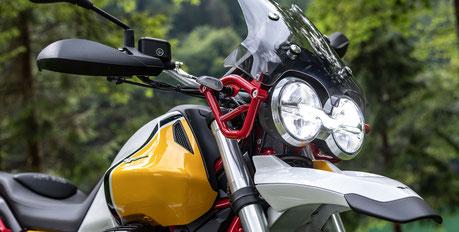 Moto Guzzi V85 TT Frontgabe,l Cockpit und Lampenhalterung verschraubt