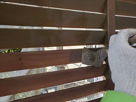 養老町、大垣市、平田町、南濃町、海津町、上石津町、輪之内町で外壁塗装工事中の外壁塗装工事専門店。養老町鷲巣で外壁塗装工事/防腐剤塗布作業中