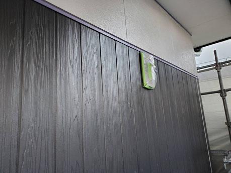 養老町、大垣市、平田町、南濃町、海津町、上石津町、輪之内町で外壁塗装工事中の外壁塗装工事専門店。養老町鷲巣で外壁塗装工事/外壁の下塗り作業中